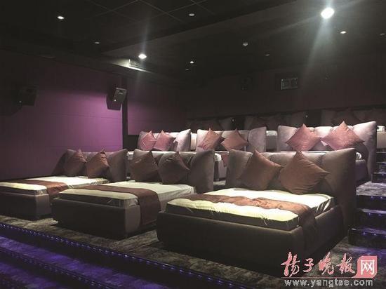 ベッド映画館01