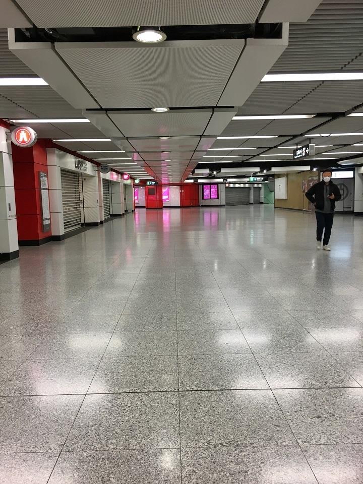 香港肺炎対策をしている街のようす
