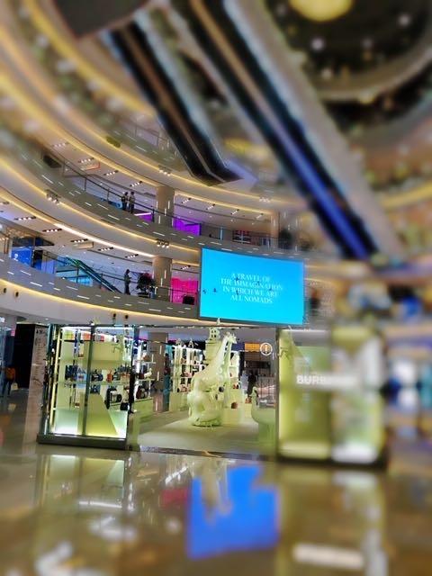 上海・平日は閑散としているショッピングモール
