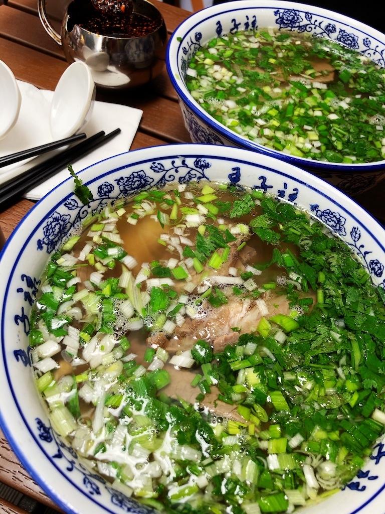上海• 透き通ったスープが特徴の蘭州ラーメン
