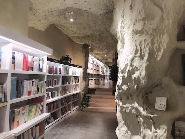 上海•洞窟の中の書店は、大人の探検心もくすぐる