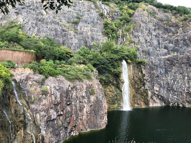 上海・園内の滝スポット