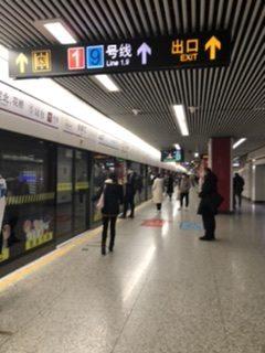 ルを啓発するポスター 上海•乗車マナー向上が期待される上海の地下鉄
