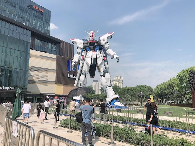 上海・羽付きガンダム立像