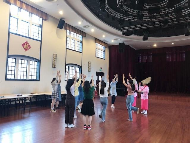 上海・女踊りは順調に練習がすすむ