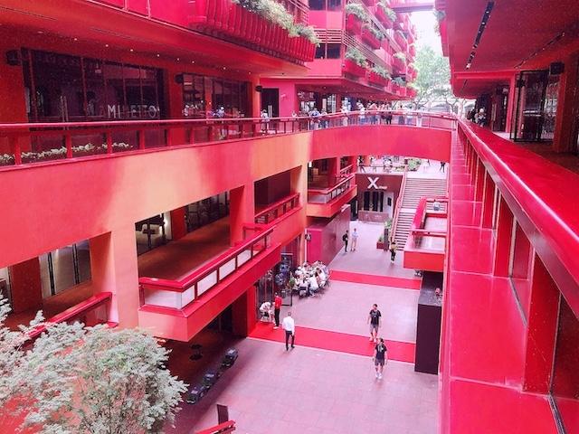 上海・インパクトのある「赤」の建物