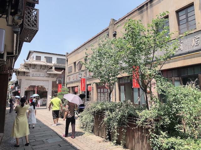 上海・観光客も少なく静かなたたずまいの街並み