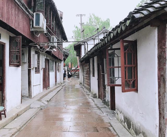 上海・練塘古鎮のひとけのない通り