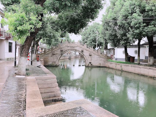上海・練塘古鎮にひっそりたたずむ石橋