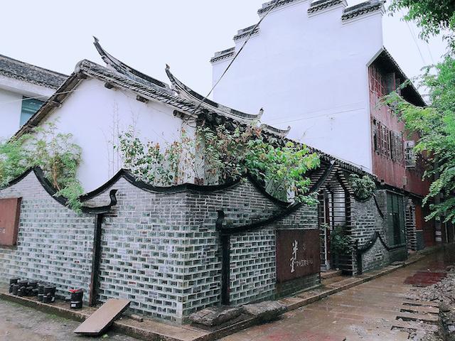 上海・練塘古鎮の歴史ある民家も立ち並ぶ