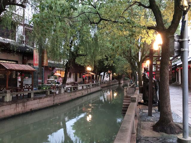 上海・練塘古鎮に灯がともる